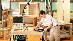 Столяр на мебельну фабрику